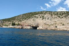 Dockage submarino militar desde a URSS, tonel do reparo fotos de stock royalty free