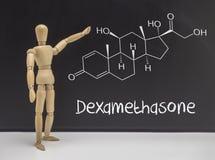 Dockan artikulerade att indikera i en kemisk sammansättning för whiteboard arkivbild