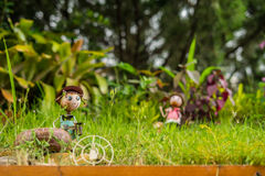 Dockastål i trädgård Arkivbild