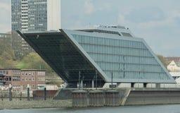 Dockland και το λιμάνι στο Αμβούργο - λιμάνι του Αμβούργο στοκ εικόνες