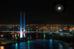 Dockland-Brücke Nightsky Stockbild