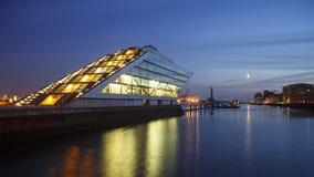 Dockland di Amburgo alla notte Immagine Stock