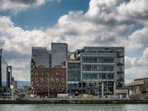 Docklands στον ποταμό Liffey στο Δουβλίνο Στοκ Εικόνες