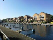 Docklands-Häuser Stockbilder