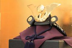 Dockor för pojke`-festivalen med den guld- skärmen Fotografering för Bildbyråer