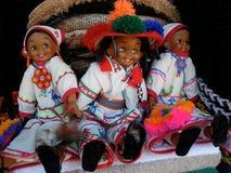 Dockor i traditionella dräkter av Mexico Royaltyfri Foto