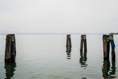 Docks auf dem See Stockbilder