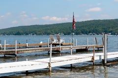 Docks auf einem See Lizenzfreie Stockbilder