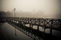 Docks brumeux de l'hiver Photos stock