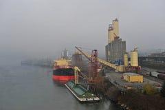 Docks de bateau et yard de chemin de fer image libre de droits