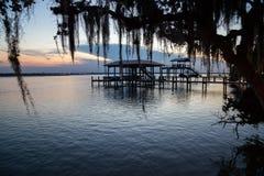 Docks de la Floride au coucher du soleil Photographie stock libre de droits