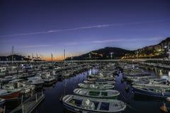Docks de Lekeitio au coucher du soleil Photographie stock libre de droits