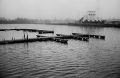 Docks industriels B&W Images stock