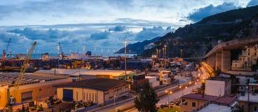 Docks und Behälter Stockfotografie