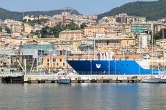 Dockside e terraços, Genoa, Itália imagem de stock