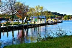 Dockside im Herbst bei Saugatuck lizenzfreies stockbild