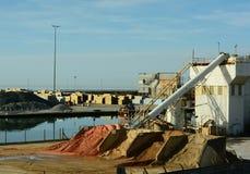 Dockside importująca piasek ocenia maszyneria Fotografia Royalty Free