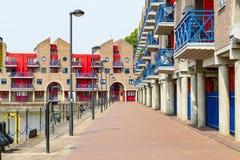 Dockside mieszkania przy Shadwell basenem w Londyn obraz stock