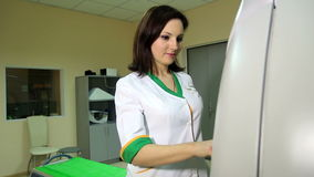 Docter发射MRI scannner CT 股票视频