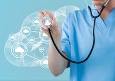 Docteur à l'aide du stéthoscope devant le nuage et l'interface blanche illustration stock