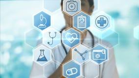 Docteur à l'aide du stéthoscope sur les icônes médicales de vecteur banque de vidéos