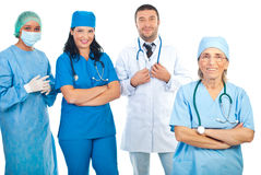 Docteur aîné avec la jeune équipe des médecins Photographie stock