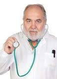Docteur aîné avec le cheveu blanchi Images libres de droits