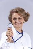 Docteur aîné heureux Photos stock