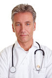 Docteur aîné sérieux Photographie stock libre de droits