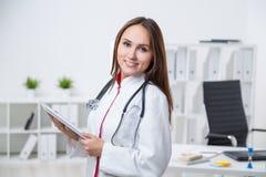 Docteur au travail Images libres de droits