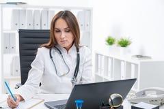 Docteur au travail Images stock