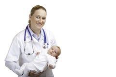 Docteur avec la chéri nouveau-née Image libre de droits
