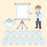 Docteur avec la dent dentaire Photos stock