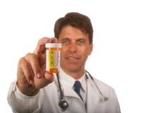 Docteur avec la prescription Bottl Images stock