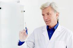 Docteur avec la seringue Photo libre de droits