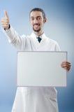 Docteur avec le panneau blanc Photographie stock libre de droits