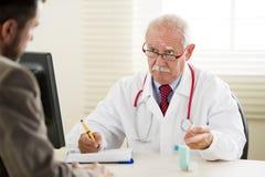 Docteur avec le patient Photographie stock libre de droits
