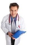 Docteur avec le rapport médical. Images libres de droits