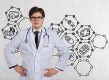 Docteur avec un stéthoscope Photo stock