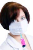 Docteur avec une seringue Photo stock