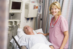 Docteur Caring For Patient Photo stock