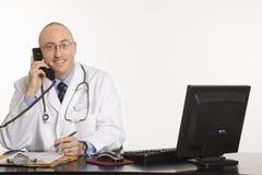 Docteur caucasien mâle. images libres de droits