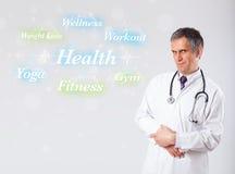 Docteur clinique indiquant le ramassage de santé et de forme physique de wor Photographie stock
