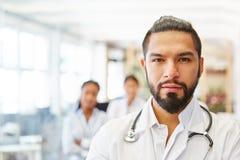 Docteur compétent en tant que médecin en chef Images stock