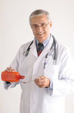 Docteur dans la médecine pleuvante à torrents de Labcoat de la bouteille Photo libre de droits