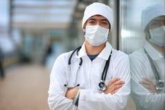 Docteur dans le masque protecteur Photographie stock libre de droits