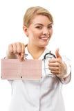 Docteur de femme avec le stéthoscope tenant le graphique d'électrocardiogramme, concept de soins de santé Photos stock