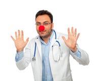 Docteur de jeunes de clown image stock