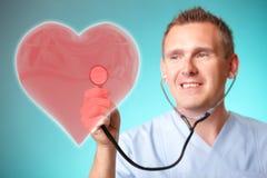 Docteur de médecine avec le coeur olographe photos libres de droits