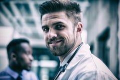 Docteur de sourire dans l'hôpital photo libre de droits